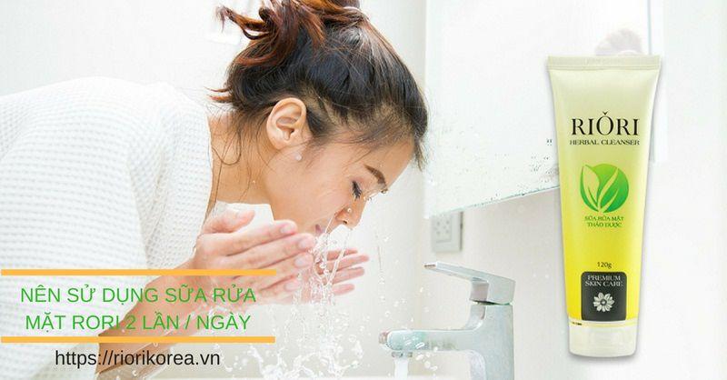Sữa rửa mặt thảo dược Herbal Cleanser Riori hỗ trợ điều trị mụn hiểu quả nhất