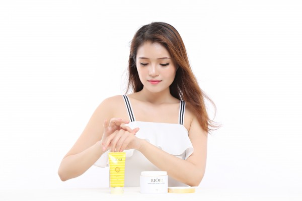 Kem chống nắng dùng bảo vệ cho người có làn da sáng