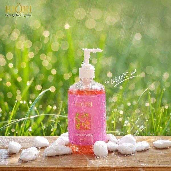 Sữa tắm thảo dược Gel Rose Riori 500ml