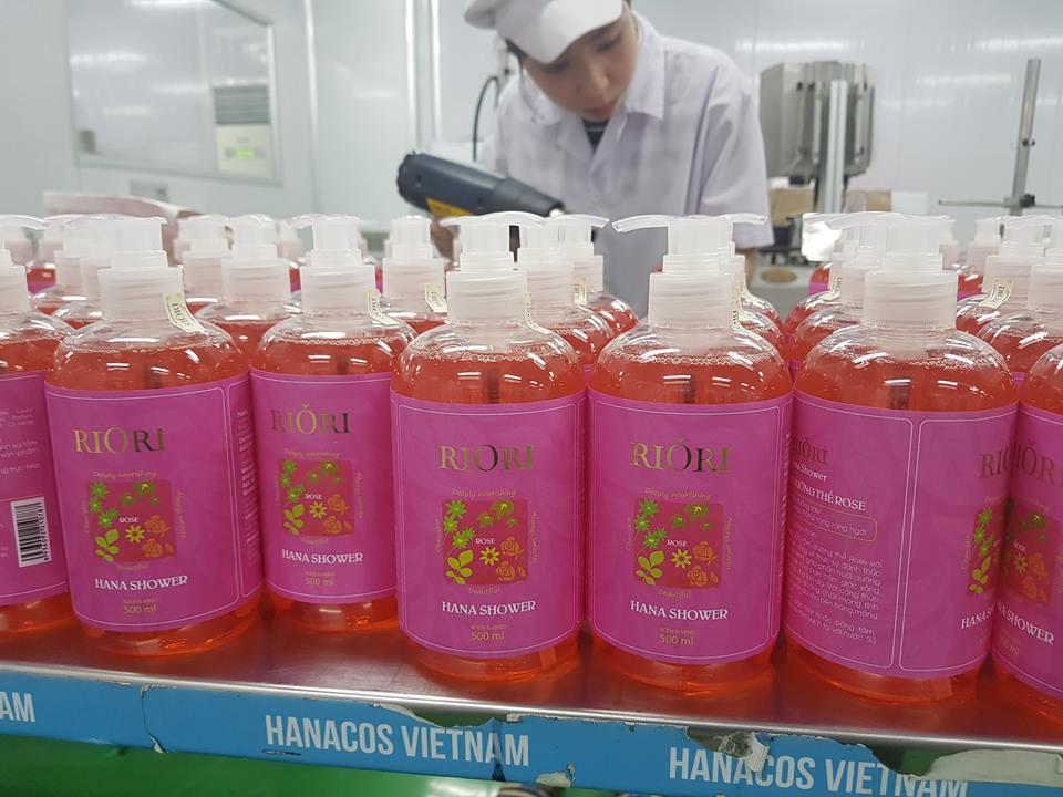 Sữa tắm thảo dược Gel Rose Riori 500ml hương hoa hồng thơm lâu dùng cho cả người lớn và trẻ em